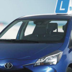 nauka jazdy samochód z znakiem L